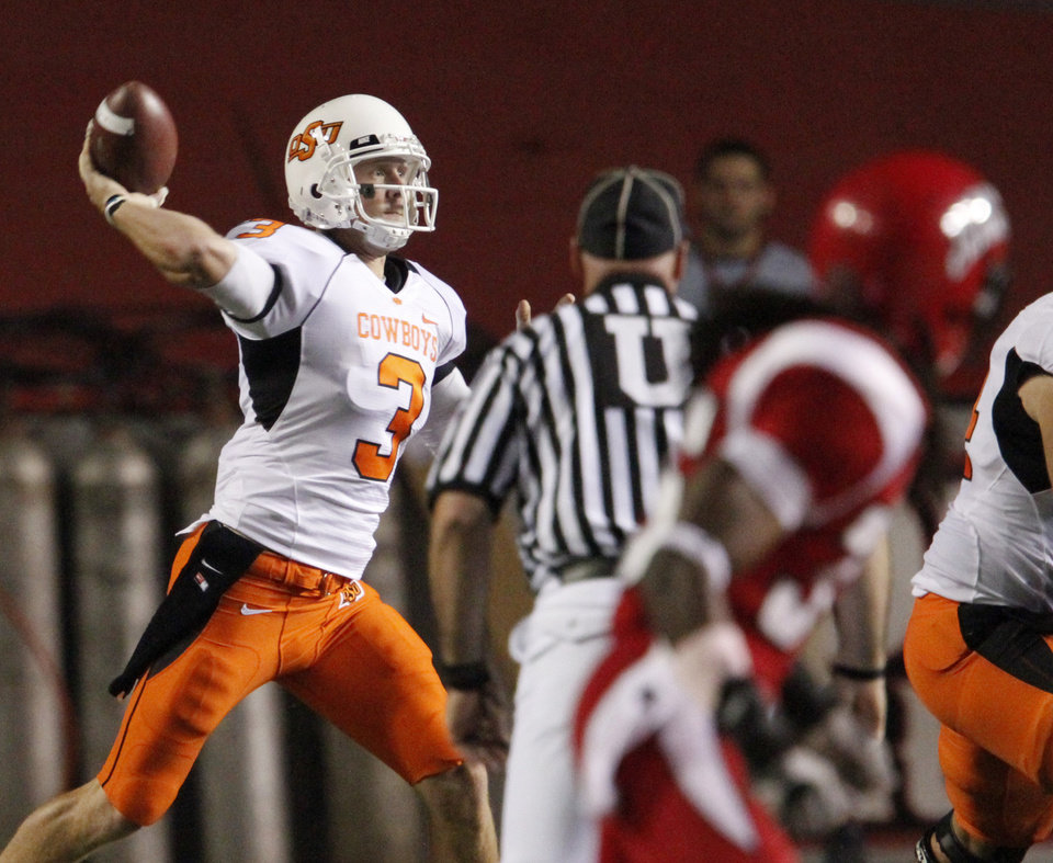OSU\'s Brandon Weeden throw a pass during the football game between the University of Louisiana-Lafayette and Oklahoma State University at Cajun Field in Lafayette, La., Friday, October 8, 2010. Photo by Bryan Terry, The Oklahoman