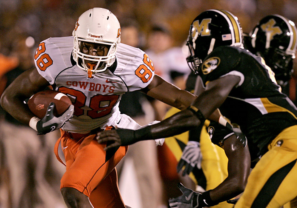 Photo - COLLEGE FOOTBALL: Oklahoma State's Jamal Mosley evades Missouri defenders in the first half as Oklahoma State University Cowboys (OSU) plays the University of Missouri Tigers (MIZZOU) at Faurot Field in Columbia, Mo. on Saturday October 11, 2008. BY JOHN CLANTON, THE OKLAHOMAN    ORG XMIT: KOD