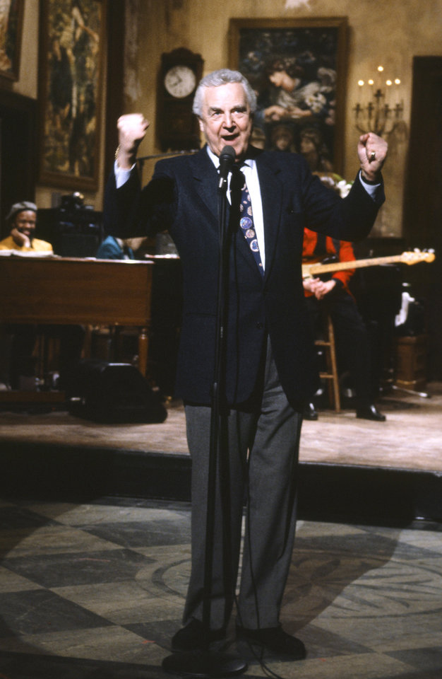 Photo - This March 14, 1992 photo provided by NBC shows announcer Don Pardo on the set of