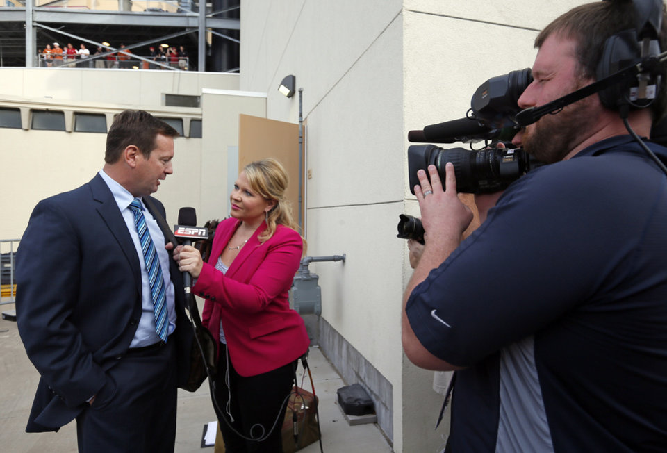 Photo - OU head coach Bob Stoops gives an interview to ESPN's Holly Rowe after arriving at the stadium before the Red River Rivalry college football game between the University of Oklahoma (OU) and the University of Texas (UT) at the Cotton Bowl in Dallas, Saturday, Oct. 13, 2012. Photo by Nate Billings, The Oklahoman