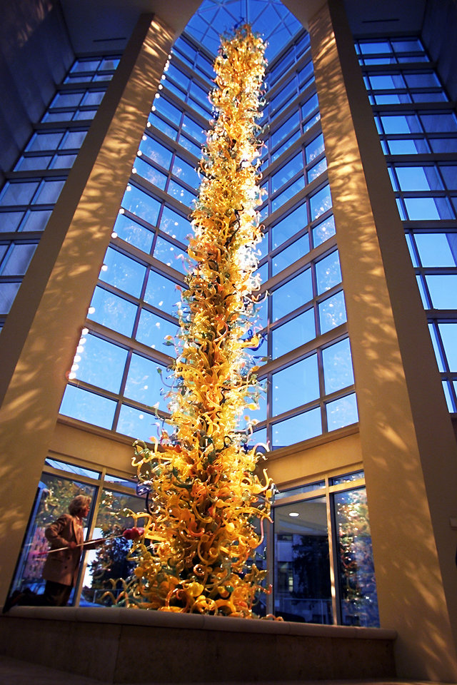 Photo - The 55-foot towering blown glass sculpture by Seattle Artist Dale Chihuly graces the entrance at the Oklahoma City Museum of Art.  OKLAHOMAN ARCHIVE PHOTO BY STEVE SISNEY