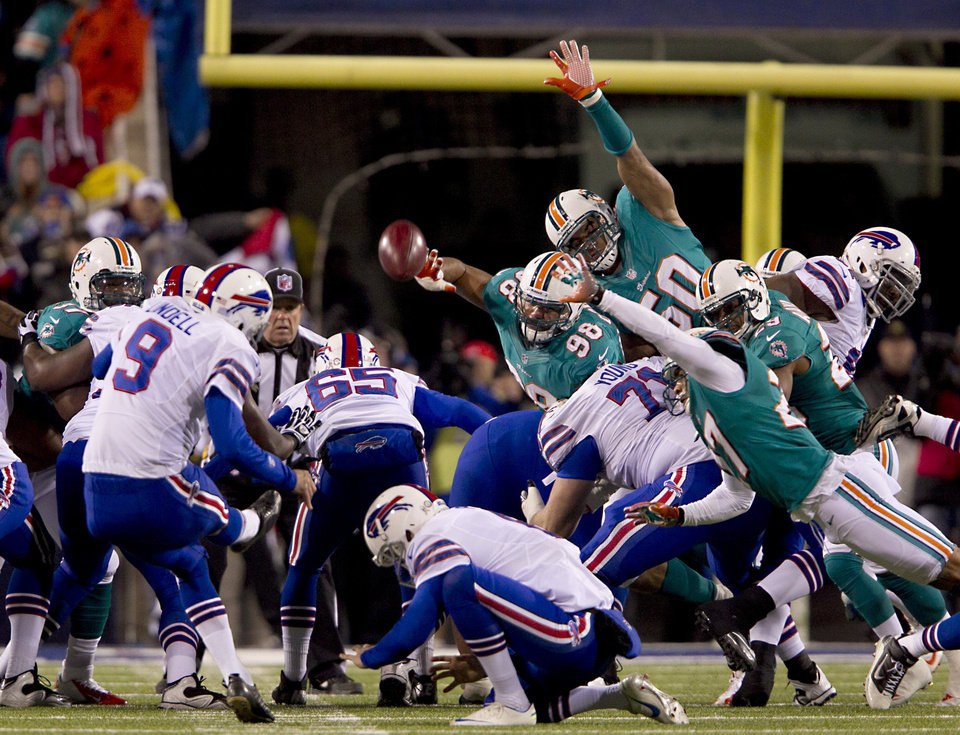 Photo -   Buffalo Bills kicker Rian Lindell (9) boots one of his field goals in the second quarter of an NFL football game against the Miami Dolphins at Ralph Wilson Stadium in Orchard Park, N.Y., Nov. 15, 2012. (AP Photo/The Miami Herald, Joe Rimkus Jr.) MAGAZINES OUT