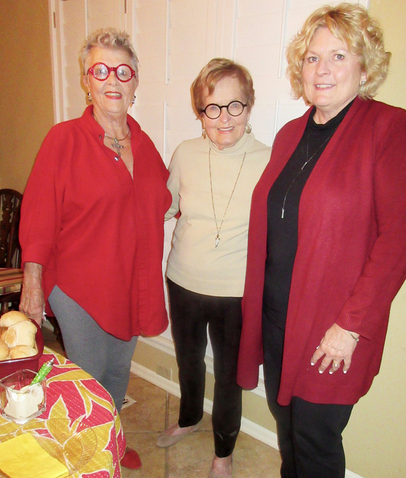 Photo - Liz McGuinness, Barbara Kerrick and Darquita Maggard. PHOTO BY HELEN FORD WALLACE
