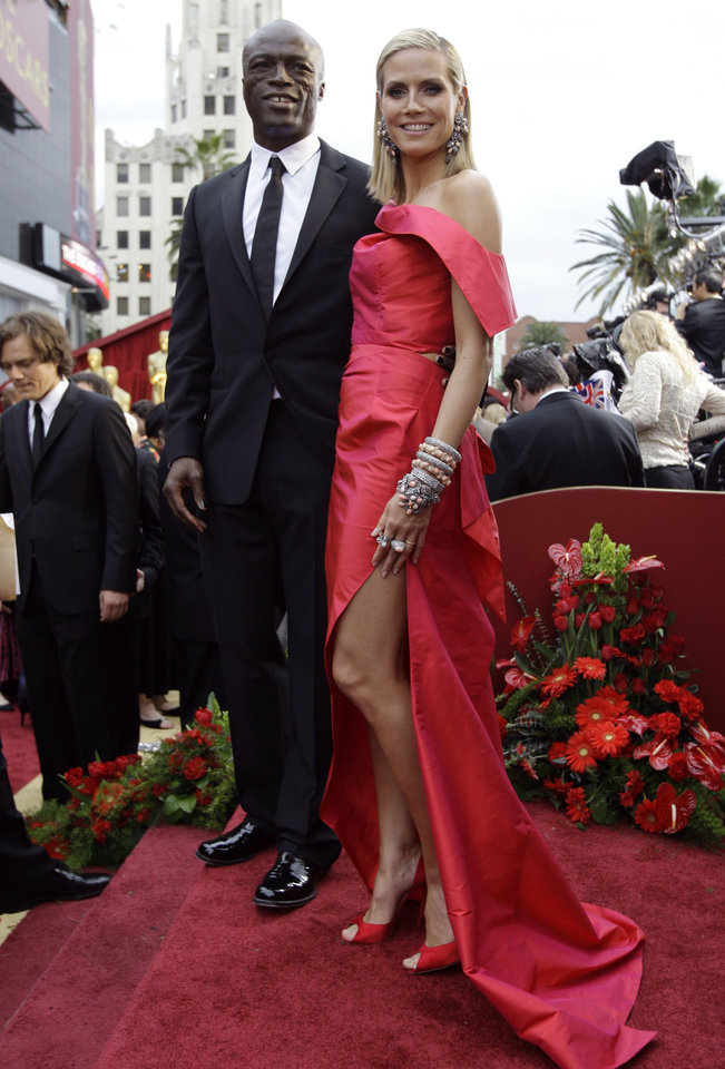 Photo - ** LINDA MILLER'S COMMENTARY:  Love, love, love the red architectural gown and all that jewelry. Heidi pulled off the look with perfection.     ** Heidi Klum and Seal arrive for the 81st Academy Awards Sunday, Feb. 22, 2009, in the Hollywood section of Los Angeles. (AP Photo/Amy Sancetta) ORG XMIT: CARV142