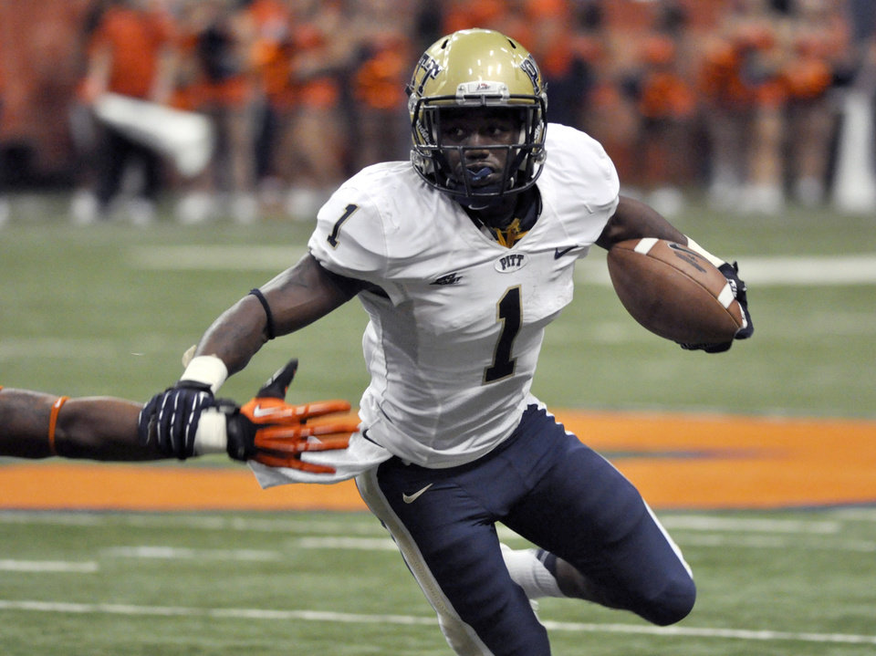 Photo -   Pittsburgh's Ray Graham runs against Syracuse during the first quarter of an NCAA college football game in Syracuse, N.Y., Friday, Oct. 5, 2012. (AP Photo/Kevin Rivoli)