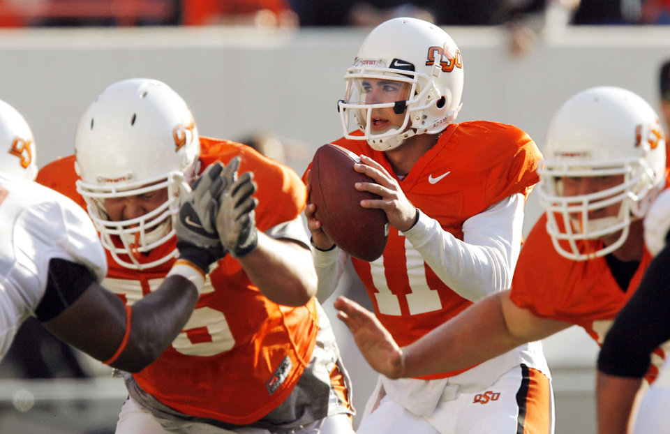 Photo - ORANGE AND WHITE GAME / COLLEGE FOOTBALL: OSU quarterback Zac Robinson (11) looks to pass during the Orange and White spring football game for the Oklahoma State University Cowboys at Boone Pickens Stadium in Stillwater, Okla., Saturday, April 18, 2009. The Orange team won, 20-15. Photo by Nate Billings, The Oklahoman ORG XMIT: KOD