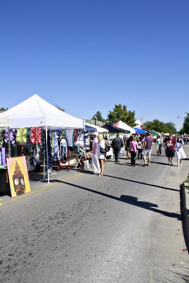 Festival-goers look at art during the 2011 Plaza District Festival. Photo by Maria Dru. <strong></strong>