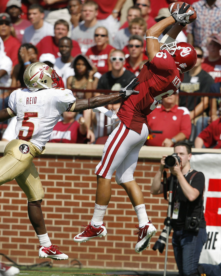Photo - OU's Cameron Kenney catches a pass for a touchdown in front of Florida State's Greg Reid during the first half of the college football game between the University of Oklahoma Sooners (OU) and Florida State University Seminoles (FSU) at the Gaylord Family-Oklahoma Memorial Stadium on Saturday, Sept. 11, 2010, in Norman, Okla.   Photo by Bryan Terry, The Oklahoman