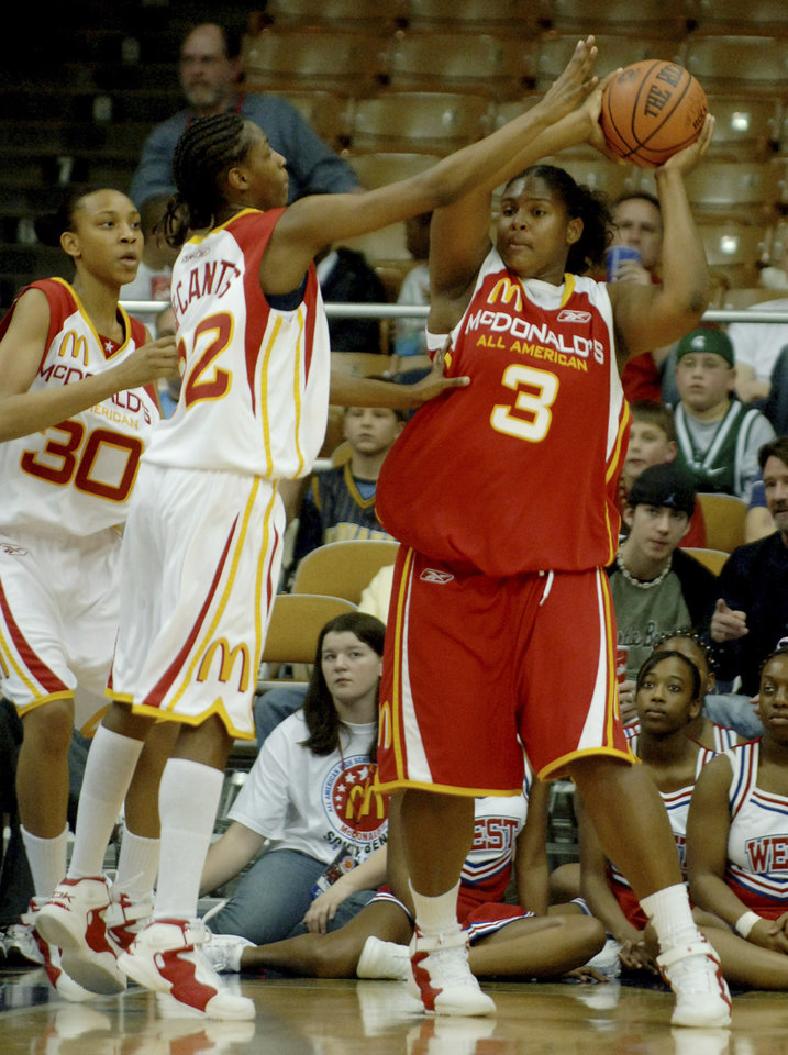 Photo - Courtney Paris keeps the ball from Rashanda McCants during the second half of the 2005 McDonald's All American High School Basketball Game in South Bend, Indiana, March 30, 2005.  HO-MCDONALD'S/Henny Ray Abrams