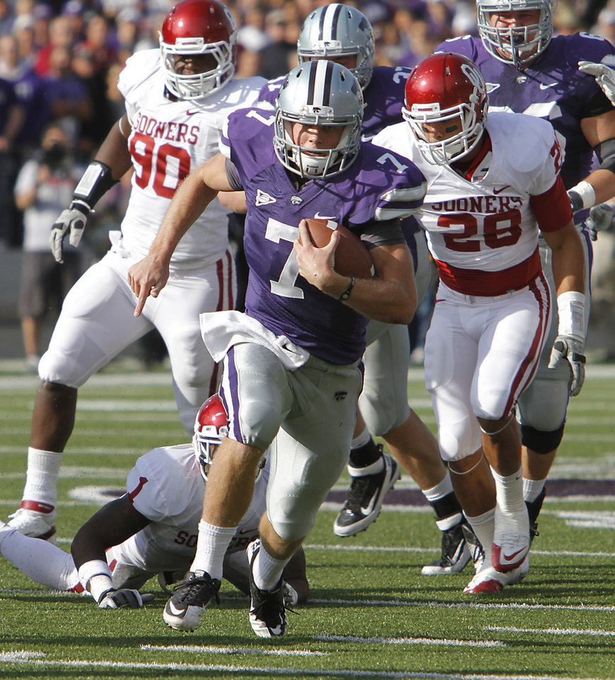 Kansas State Wildcats' Collin Klein (7) runs for a touchdown during the college football game between the University of Oklahoma Sooners (OU) and the Kansas State University Wildcats (KSU) at Bill Snyder Family Stadium on Sunday, Oct. 30, 2011. in Manhattan, Kan. Photo by Chris Landsberger, The Oklahoman  ORG XMIT: KOD