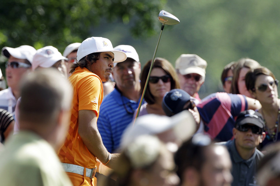 Photo -   Rickie Fowler watches his tee shot on the 15th hole during the final round of the Wells Fargo Championship golf tournament at Quail Hollow Club in Charlotte, N.C., Sunday, May 6, 2012. Fowler won the tournament on the first playoff hole. (AP Photo/Chuck Burton)