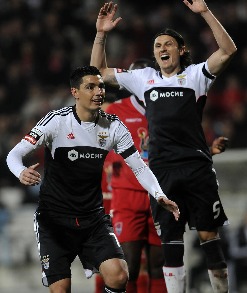 Photo - Benfica's Oscar Cardozo, left, from Paraguay and Ljubomir Fejsa, from Serbia, react after missing a shot against Gil Vicente's in a Portuguese League soccer match at the Cidade de Barcelos stadium, in Barcelos, northern Portugal, Saturday, Feb. 1, 2014. Cardozo failed to score a penalty in Benfica's 1-1 draw. (AP Photo/Paulo Duarte)