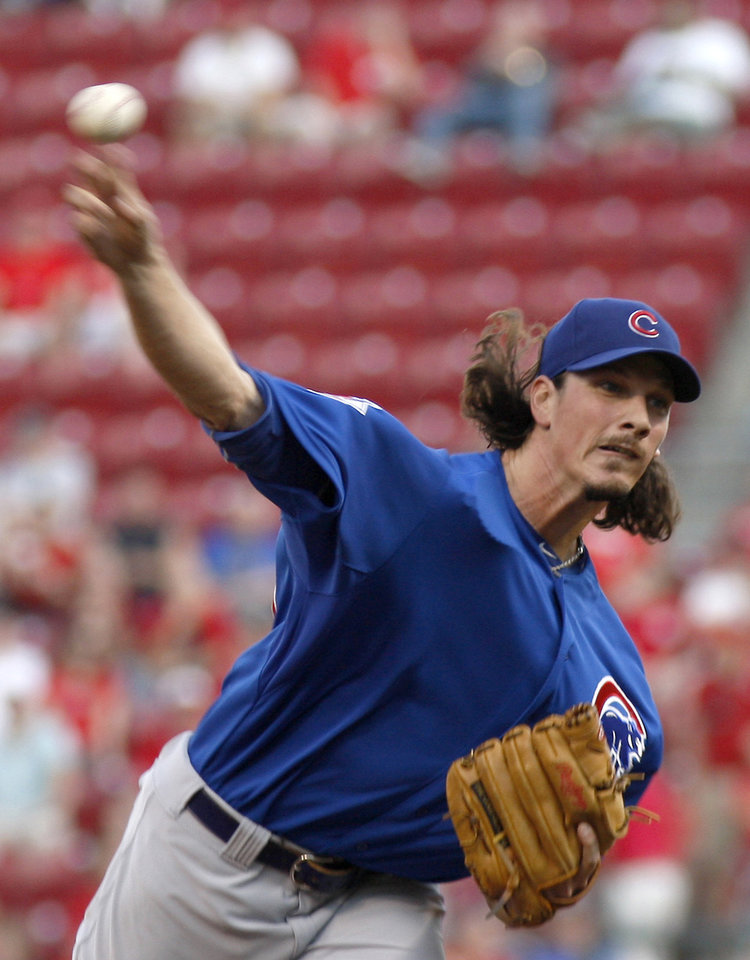 Photo -   Chicago Cubs pitcher Jeff Samardzija throws to the Cincinnati Reds during the first inning of a baseball game Wednesday, May 2, 2012, in Cincinnati. (AP Photo/David Kohl)