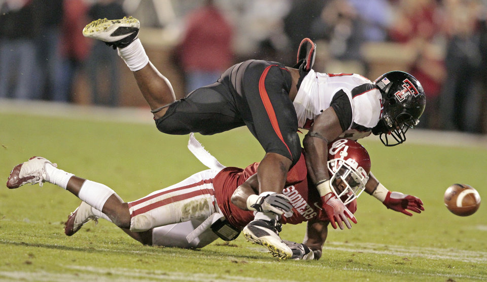 Photo - Oklahoma's Demontre Hurst (6) breaks up a pass to Texas Tech's Aaron Crawford (32) during the first half of the college football game between the University of Oklahoma Sooners (OU) and Texas Tech University Red Raiders (TTU) at the Gaylord Family-Memorial Stadium on Saturday, Oct. 22, 2011. in Norman, Okla. Photo by Steve Sisney, The Oklahoman