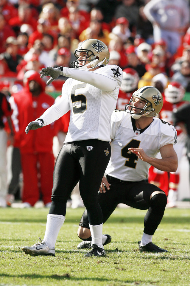 Photo - Former OU and current New Orleans Saints kicker Garrett Hartley said that believing in yourself is crucial in being a successful kicker. Ap photo