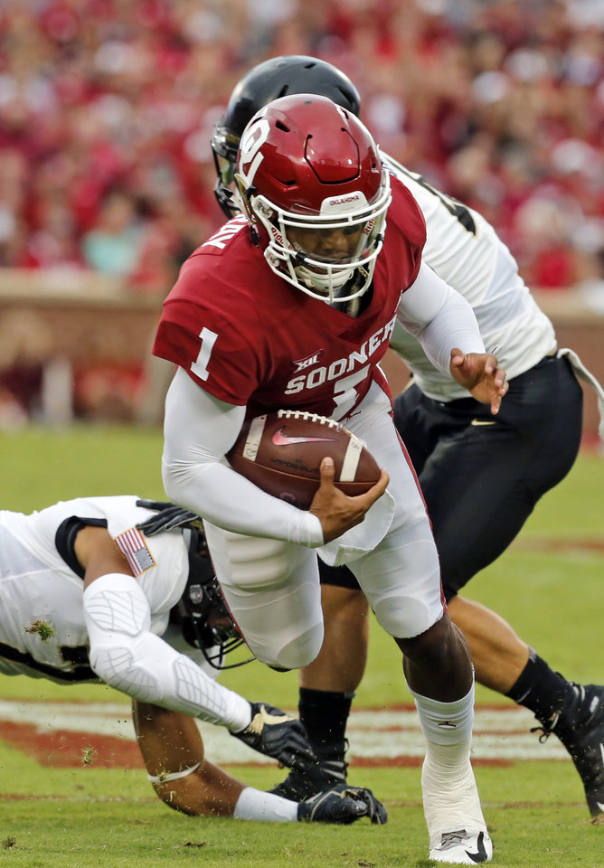 Photo - Oklahoma's Kyler Murray (1) carries the ball during a college football game between the University of Oklahoma Sooners (OU) and the Army Black Knights at Gaylord Family-Oklahoma Memorial Stadium in Norman, Okla., on Saturday, Sept. 22, 2018. Photo by Steve Sisney, The Oklahoman