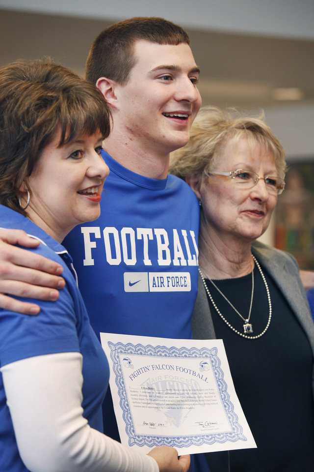 Photo - NATIONAL SIGNING DAY / COLLEGE FOOTBALL / SIGN / LETTER OF INTENT: Tuttle student Ethan Bibby who signed with Air Force poses with his mom L - Jeannean Biddy and grandmother (R) - Jessie Taylor. Photo by Jaconna Aguirre, The Oklahoman. ORG XMIT: KOD