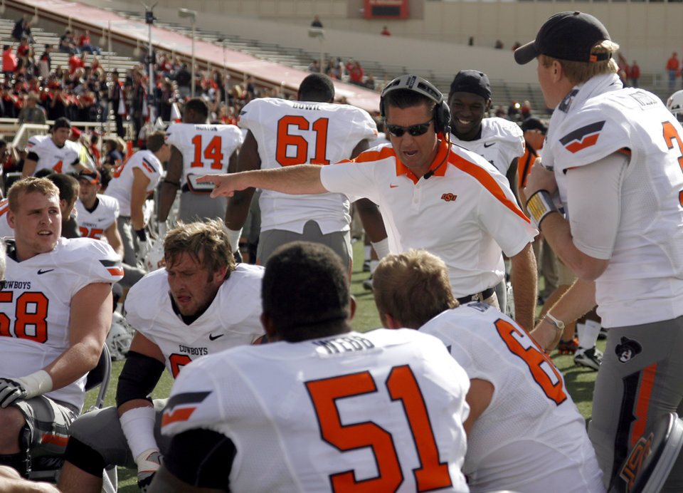 Photo - Oklahoma State head coach Mike Gundy talks to players during a college football game between Texas Tech University (TTU) and Oklahoma State University (OSU) at Jones AT&T Stadium in Lubbock, Texas, Saturday, Nov. 12, 2011.  Photo by Sarah Phipps, The Oklahoman  ORG XMIT: KOD