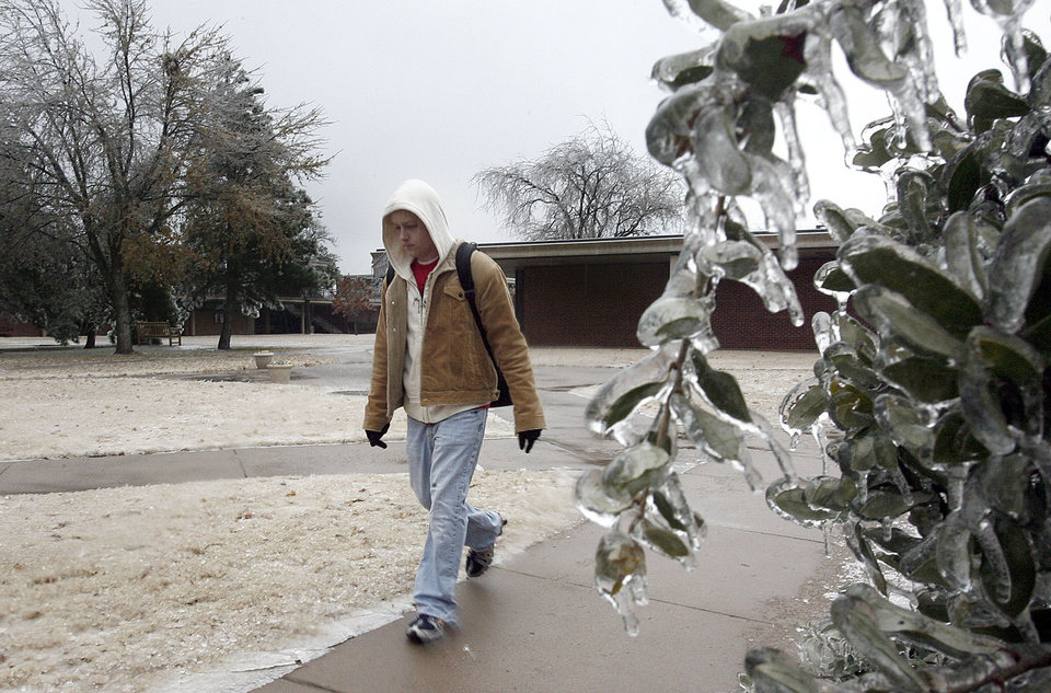 WINTER / COLD / WEATHER / ICE STORM: Colby Simonds walks to the Oklahoma Christian University to study for finals on Monday, December 10, 2007. Most of the academic buildings, including the library, and the student apartments did not have power. By Sarah Phipps, The Oklahoman  ORG XMIT: KOD