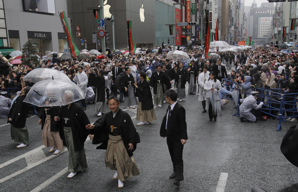 Photo - Kabuki actor Shibajyaku Nakamura, second from right, and other actors parade through Ginza shopping district in Tokyo, Wednesday, March 27, 2013.  Some 60 of  kabuki actors paraded Wednesday to newly renovated Tokyo theatre ahead of its official opening. (AP Photo/Shizuo Kambayashi)