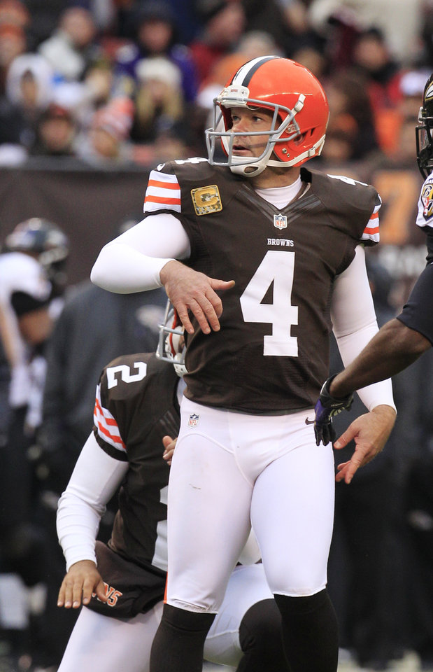 Photo -   Cleveland Browns place kicker Phil Dawson watches his 33-yard field goal split the uprights in the third quarter of an NFL football game against the Baltimore Ravens, Sunday, Nov. 4, 2012, in Cleveland. (AP Photo/Tony Dejak)
