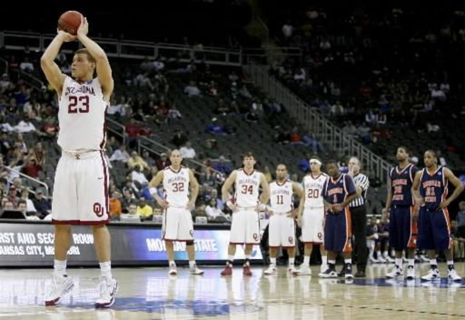 Photo - OU's Blake Griffin shoots a free throw after a flagrant foul during a first round game of the men's NCAA tournament between Oklahoma and Morgan State in Kansas City, Mo., Thursday, March 19, 2009. PHOTO BY  BRYAN  TERRY