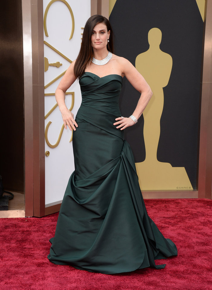 Photo - Idina Menzel arrives at the Oscars on Sunday, March 2, 2014, at the Dolby Theatre in Los Angeles.  (Photo by Jordan Strauss/Invision/AP)