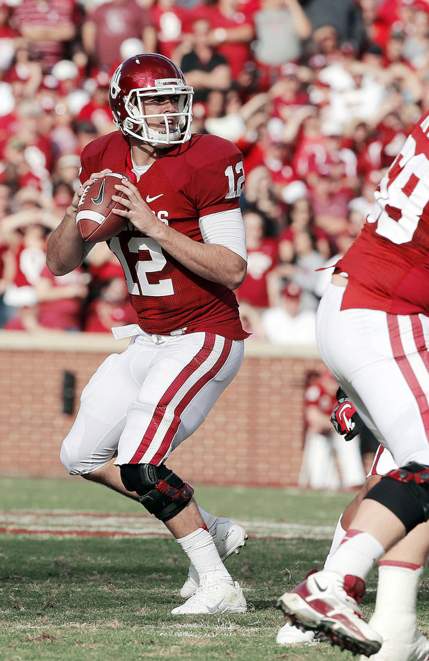 Landry Jones throws during the Sooners\' Nov. 10 game against Baylor at Gaylord Family-Oklahoma Memorial Stadium in Norman. Photo by Steve Sisney, The Oklahoman STEVE SISNEY - STEVE SISNEY