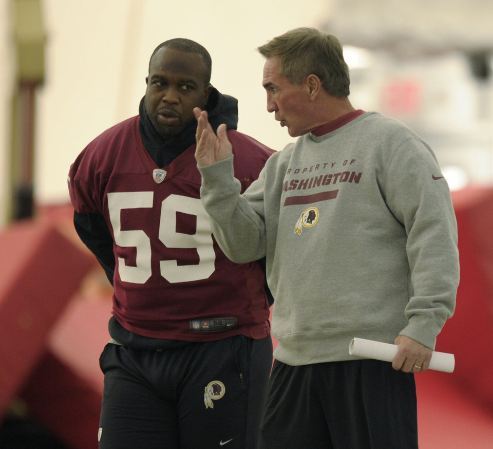 Photo - Washington Redskins linebacker London Fletcher (59) talks with Redskins head coach Mike Shanahan, right, during a team workout at Redskins Park in Ashburn, Va., Wednesday, Jan. 2, 2013. The Redskins are working out before Sunday's wild card game against the Seattle Seahawks. (AP Photo/Susan Walsh)