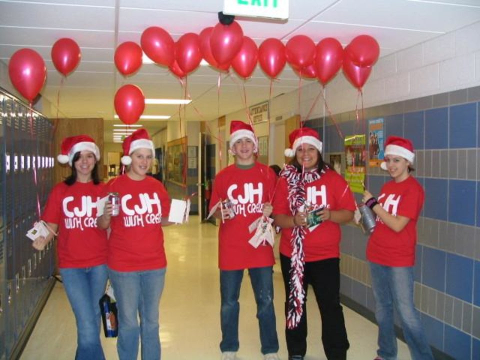 The Wish Crew from Choctaw Junior High gets ready to deliver wishes on the first day of Winter Wish Week 2006.<br/><b>Community Photo By:</b> T. Cramer<br/><b>Submitted By:</b> Tracy, Choctaw