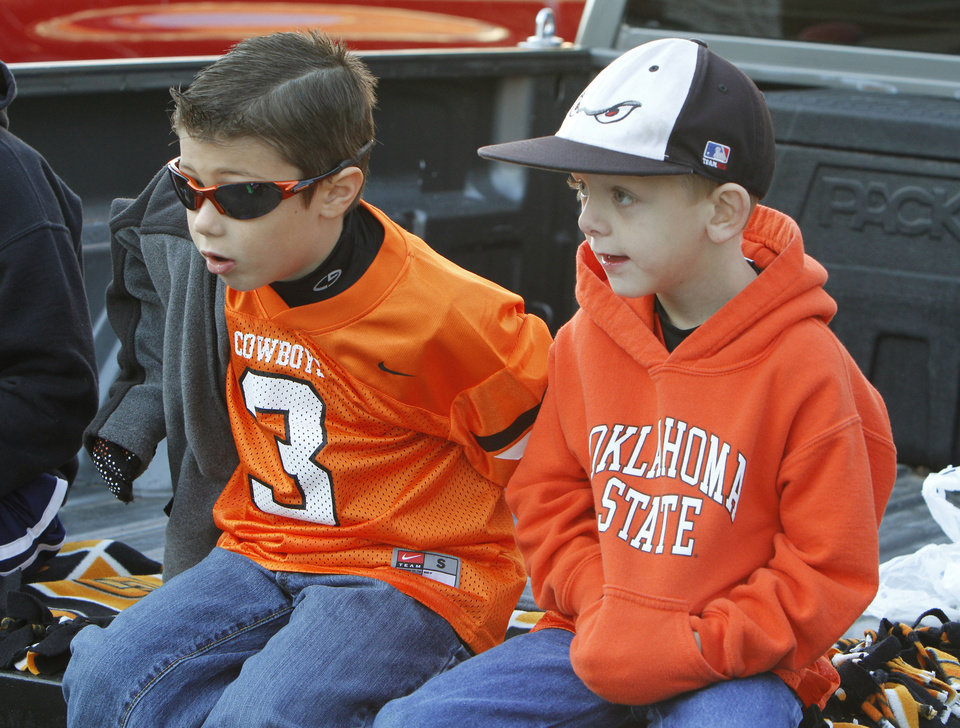 Photo - Six year olds Talon Kendrick (left) and Nathan Stevens watch the Oklahoma State Cowboy's homecoming parade in downtown Stillwater, OK, Saturday, Oct. 29, 2011. By Paul Hellstern, The Oklahoman