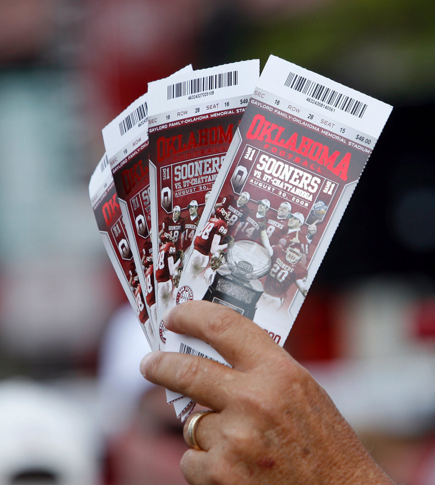Photo - Tickets are on sale at Campus Corner for the college football game between the University of Oklahoma Sooners (OU) and University of Tennessee-Chattanooga Mocs (UTC) at the Gaylord Family -- Oklahoma Memorial Stadium on Saturday, Aug. 30, 2008, in Norman, Okla.   Staff Photo by Steve Sisney/The Oklahoman ORG XMIT: KOD