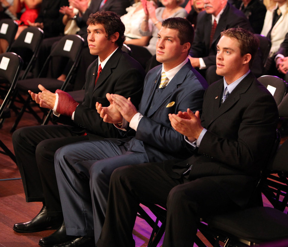 Photo - QUARTERBACK / OU / COLLEGE FOOTBALL / HEISMAN TROPHY WINNER / WIN: Heisman Trophy finalists, from left, University of Oklahoma's Sam Bradford, Florida's Tim Tebow and Texas' Colt McCoy applaud during Heisman Trophy presentation ceremony Saturday, Dec. 13, 1008 in New York. Bradford won the award. Tebow won the award in 2007.  (AP Photo/Kelly Kline, Pool) ** POOL PHOTO ** ORG XMIT: NY206