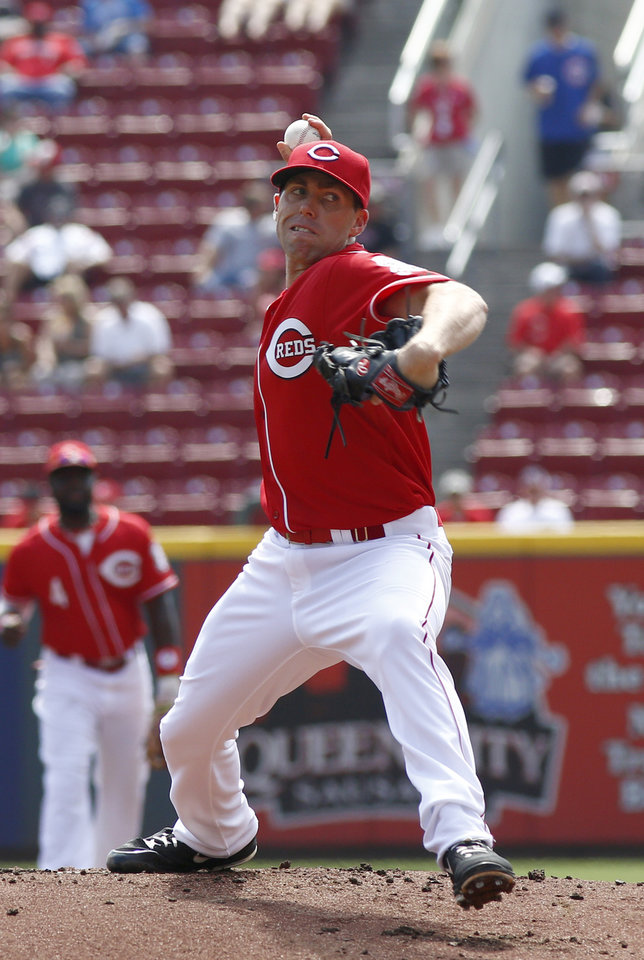 Photo - Cincinnati Reds starting pitcher Dylan Axelrod throws against the Chicago Cubs in the first inning of a baseball game, Thursday, Aug. 28, 2014, in Cincinnati. (AP Photo/David Kohl)