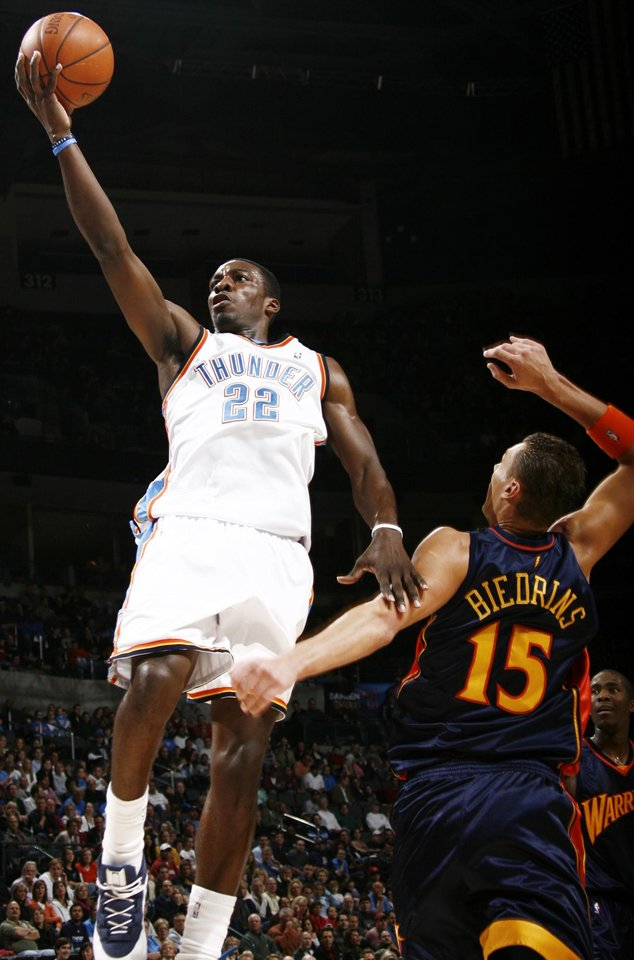 Photo - Oklahoma City's Jeff Green moves to the hoop past Andris Biedrins of Golden State during the NBA basketball game between the Golden State Warriors and the Oklahoma City Thunder at the Ford Center in Oklahoma City, Monday, December 8, 2008. BY NATE BILLINGS, THE OKLAHOMAN