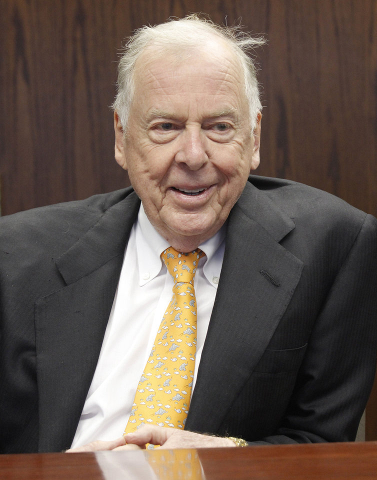 Photo - T. Boone Pickens addresses the energy writers and the editorial board of The Oklahoman, Thursday, August 22, 2012. Photo by Doug Hoke, The Oklahoman.