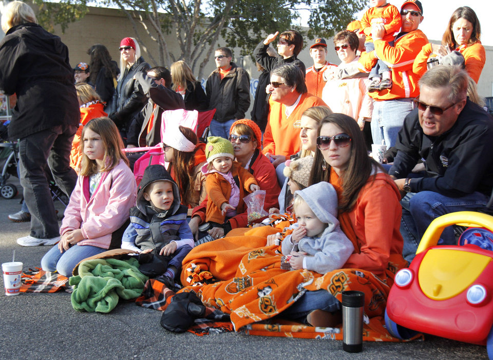 Photo - OSU fans watch the Oklahoma State Cowboy's homecoming parade in downtown Stillwater, OK, Saturday, Oct. 29, 2011. By Paul Hellstern, The Oklahoman