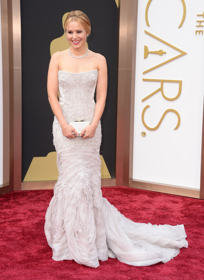 Photo - Kristen Bell arrives at the Oscars on Sunday, March 2, 2014, at the Dolby Theatre in Los Angeles.  (Photo by Jordan Strauss/Invision/AP)