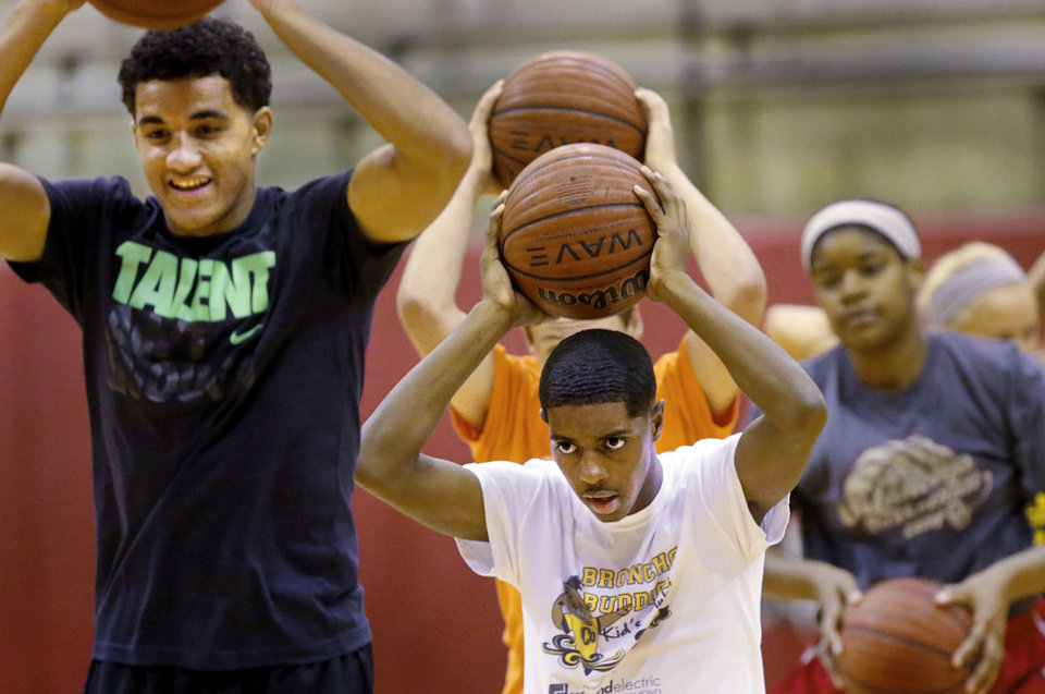 Photo - Alan Stein, Kevin Durant's strength coach, spent nearly four hours putting aspiring basketball players through numerous drills at the Cutting Edge Camp at Del City High School on  Saturday,  Aug. 17, 2013. Before the players were given basketballs, Stein told them they would not be doing any dribbling or shooting drills.    Photo  by Jim Beckel, The Oklahoman.