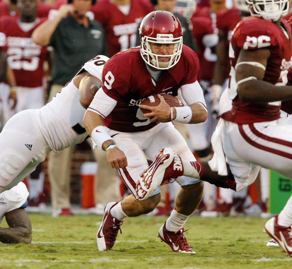 Photo - Oklahoma's Trevor Knight (9) carries during the first half of the college football game where the University of Oklahoma Sooners (OU) play the University of Louisiana Monroe Warhawks at Gaylord Family-Oklahoma Memorial Stadium in Norman, Okla., on Saturday, Aug. 31, 2013. Photo by Steve Sisney, The Oklahoman