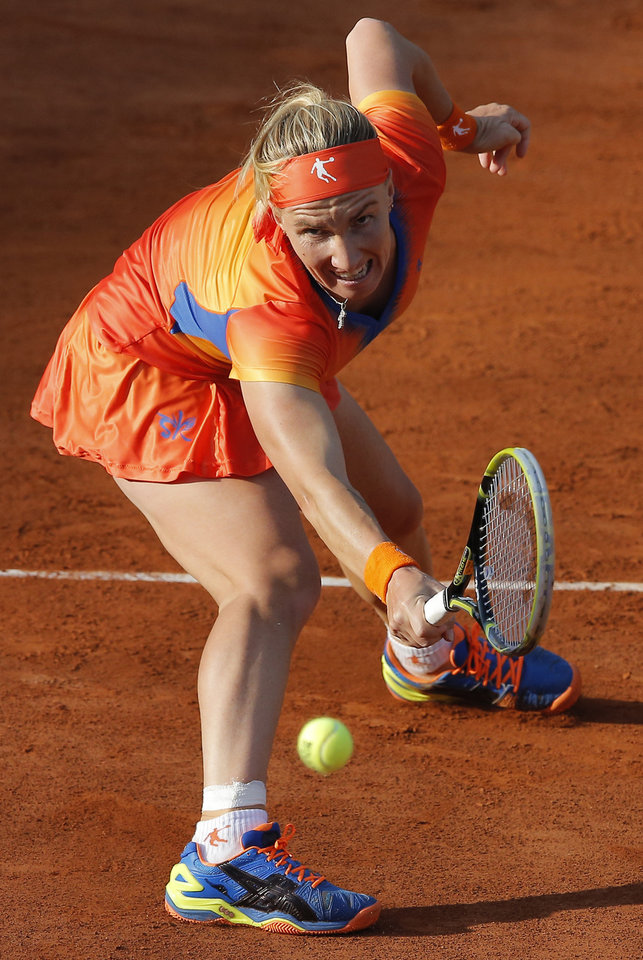 Photo - Russia's Svetlana Kuznetsova returns the ball to Lucie Safarova of the Czech Republic during their fourth round match of  the French Open tennis tournament at the Roland Garros stadium, in Paris, France, Monday, June 2, 2014. (AP Photo/Michel Spingler)