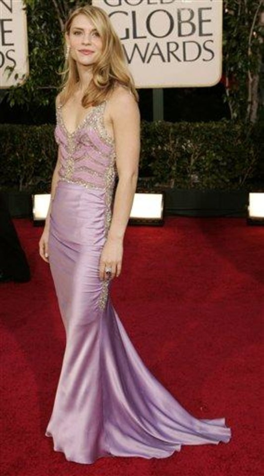 Actress Claire Danes arrives for the 62nd Annual Golden Globe Awards on Sunday, Jan. 16, 2005, in Beverly Hills, Calif.  (AP Photo/Kevork Djansezian)