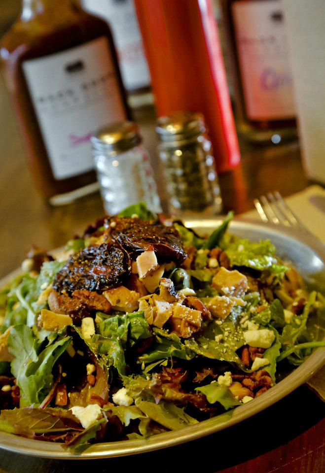 Photo - The Lulu mixed green salad at the new Back Door Barbecue at 315 NW 23 in Oklahoma City. Photo by Chris Landsberger, The Oklahoman  CHRIS LANDSBERGER - CHRIS LANDSBERGER