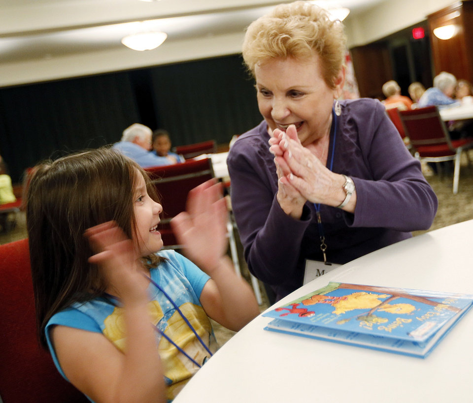 Whitnee Williams, 6, and Mary Hansen, a volunteer with United Methodist  Church of the Servant, applaud after Williams finishs reading a book during Whiz Kids at Wesley United Methodist, 1401 NW 25.   <strong>NATE BILLINGS - NATE BILLINGS</strong>