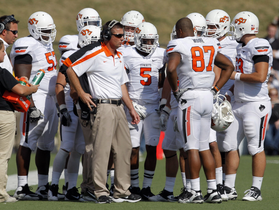 Photo - Oklahoma State head coach Mike Gundy talks to the team during a college football game between the Oklahoma State University Cowboys (OSU) and the University of Missouri Tigers (Mizzou) at Faurot Field in Columbia, Mo., Saturday, Oct. 22, 2011. Photo by Sarah Phipps, The Oklahoman ORG XMIT: KOD
