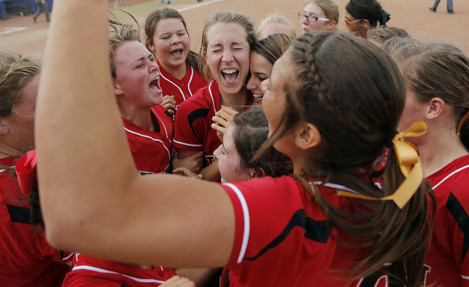 Photo - Tulsa Union celebrates the win over Broken Arrow in the Class 6A Oklahoma State High School Slow Pitch Softball Championship at ASA Hall of Fame Stadium in Oklahoma City, Wednesday, May 1, 2013. Photo by Chris Landsberger, The Oklahoman