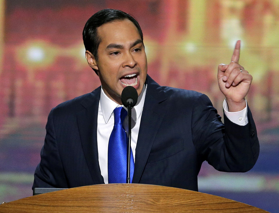 Photo - San Antonio Mayor Julian Castro addresses the Democratic National Convention in Charlotte, N.C., on Tuesday, Sept. 4, 2012. (AP Photo/J. Scott Applewhite)  ORG XMIT: DNC184