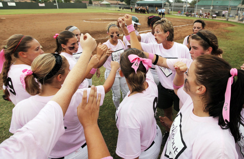 Photo - Edmond Santa Fe head coach Rhonda Lawson, upper right, gathers her team between innings during the high school softball game between Edmond Santa Fe and Putnam City North at Edmond Santa Fe High School in Edmond, Okla., Monday, September 13, 2010. Edmond Santa Fe wore pink shirts for cancer awareness. Photo by Nate Billings, The Oklahoman
