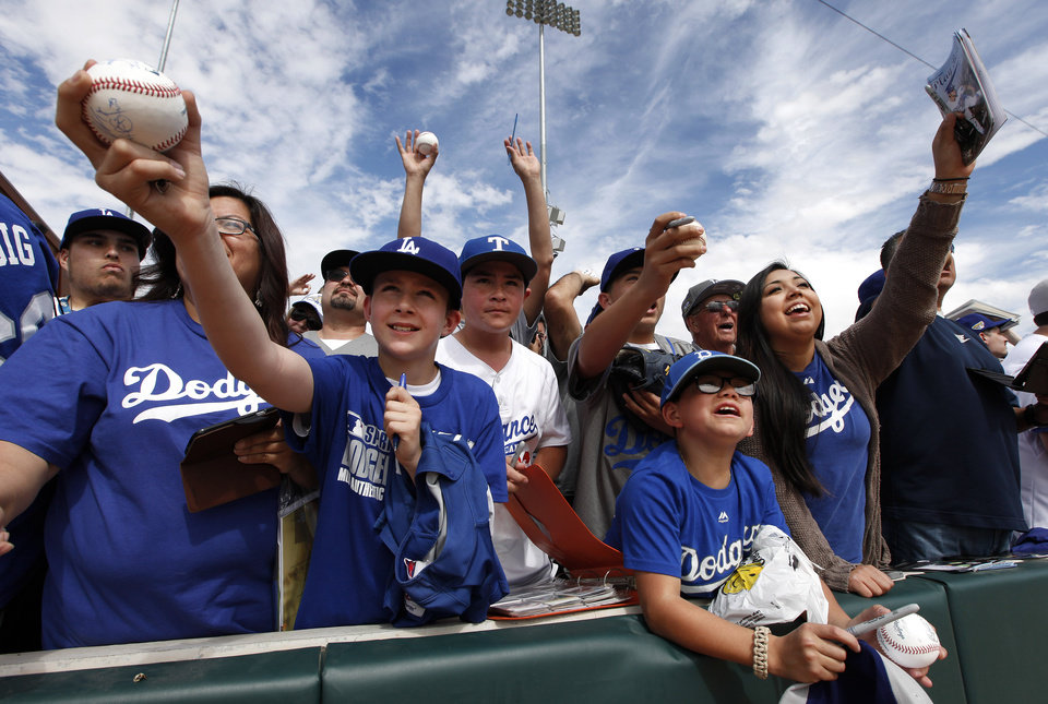 Photo - Los Angeles Dodgers fans ask for autographs before the Dodgers' exhibition baseball game against the Chicago White Sox in Glendale, Ariz., Friday, Feb. 28, 2014. (AP Photo/Paul Sancya)