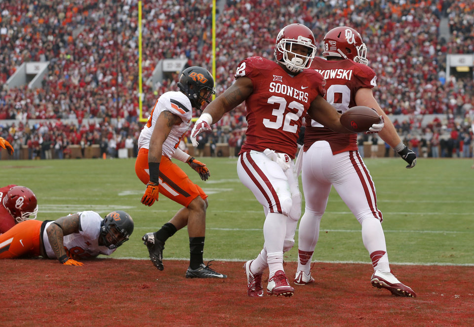Photo - Oklahoma's Samaje Perine (32) scores a touchdown in the first quarter of a Bedlam college football game between the University of Oklahoma Sooners (OU) and the Oklahoma State Cowboys (OSU) at Gaylord Family-Oklahoma Memorial Stadium in Norman, Okla., Saturday, Dec. 6, 2014. Photo by Bryan Terry, The Oklahoman